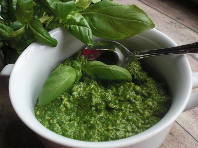 SugarRush . . .: Spinach Basil Pesto