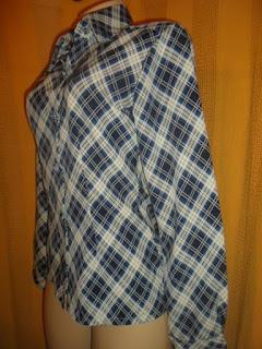 blusa xadrez  branca e azul em poliéster com botoes forrados e manga longa