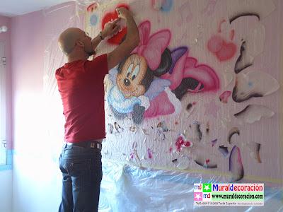 Pintamos Mural Infantil de Mimi Mouse con color rosa