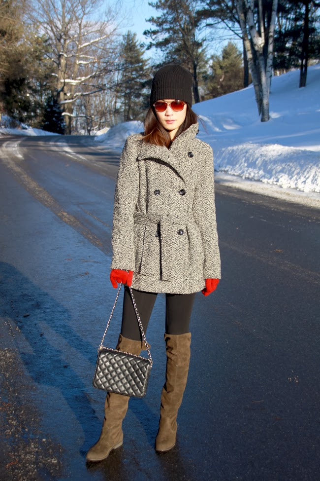 Calvin Klein coat, HM beanie, Forever 21 boots, Forever 21 purse, Mango sunglasses, winter coat, winter outfit, blogger winter style, red gloves, snow pictures, fashion blogger, favorite boots, favorite coat, style black beanie, coat with belt, winter sunglasses