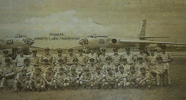 Staf Dan Penerbang Pesawat TU-16 AURI