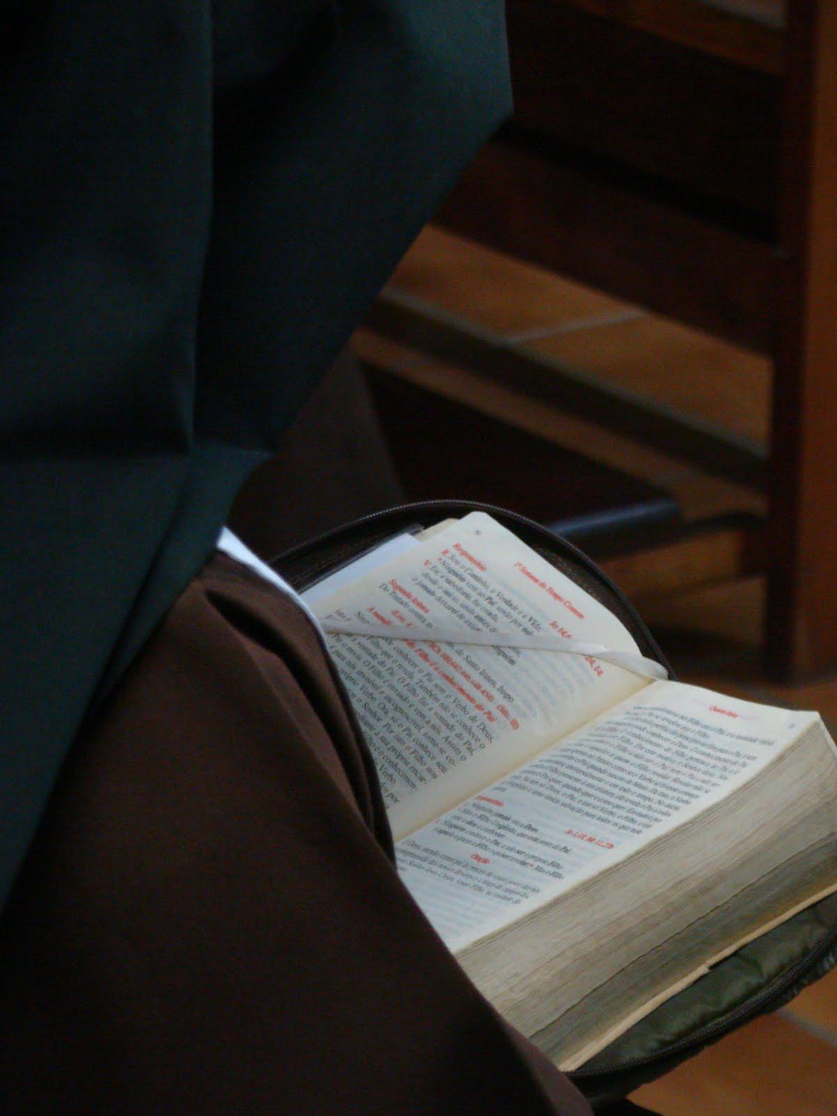 """""""Senhor fazei-me instrumento de vossa paz"""""""