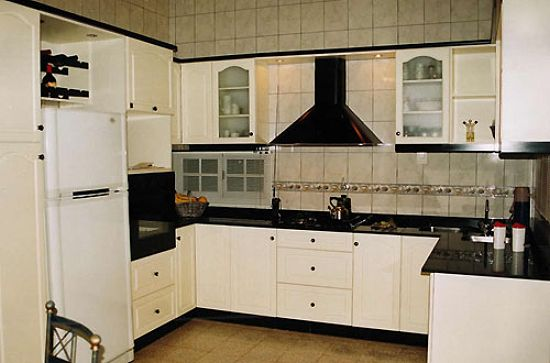 Mujer hoy c mo decorar una cocina peque a for Como amueblar una cocina pequena