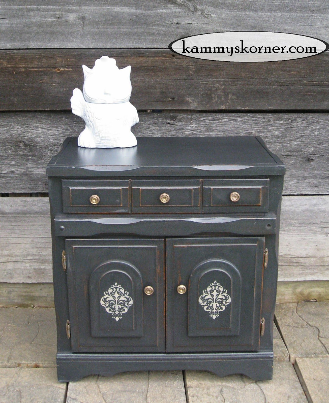 Charmant Charcoal Black Cabinet {Distressed Chalk Paint How To}