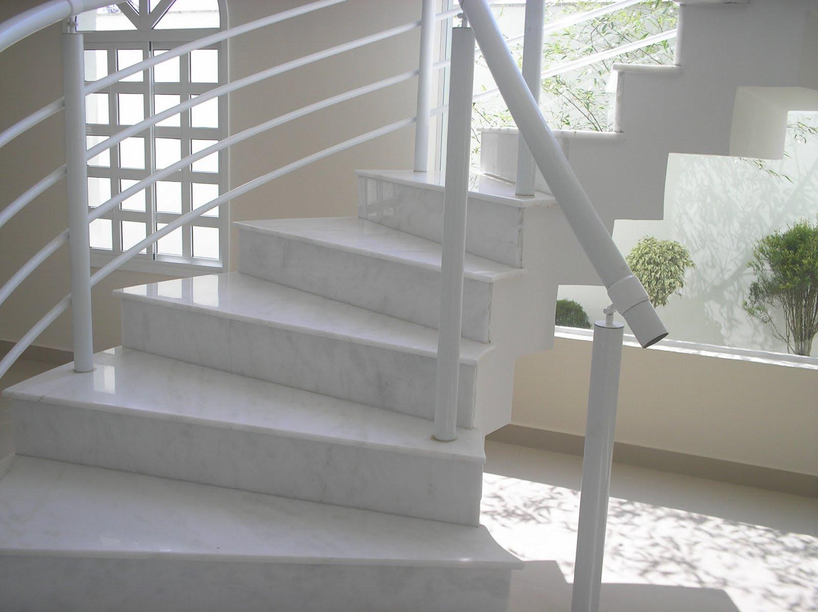 Pedras Decorativas: ESCADA EM MÁRMORE BRANCO PIGUÊS . #505B40 1600x1197 Banheiro Com Granito Branco Siena