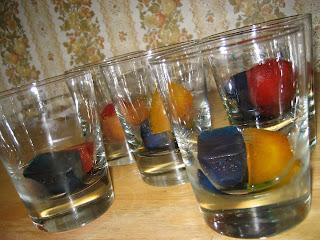 http://thepreschoolexperiment.blogspot.ca/2011/08/color-mixing.html