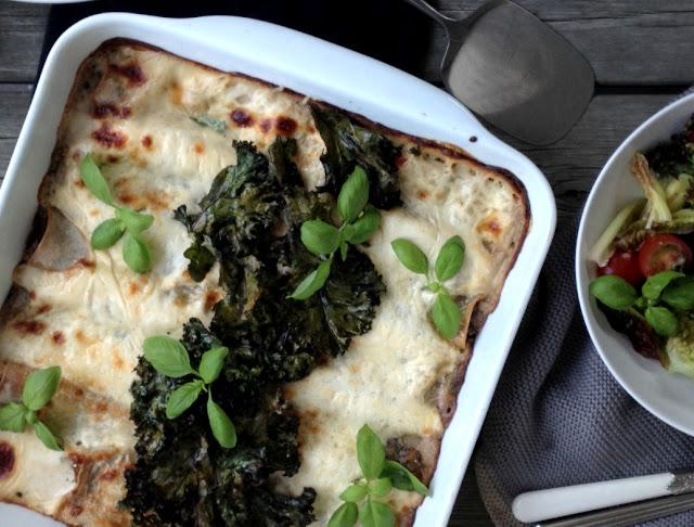 Lækker cannelloni med grønkål, svampe & feta + enkel salat med grønkålschips