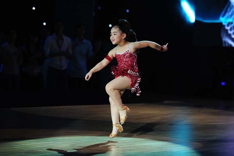 """Bước nhảy hoàn vũ nhí 2015: Ca sĩ Đoan Trang """"kết"""" vũ công 7 tuổi đến từ Gia Lai"""