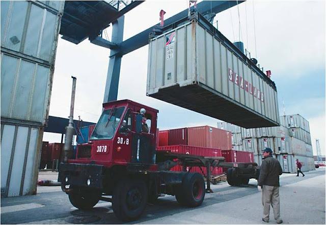 Foto Gambar Transportasi Truk Peti Kemas 7