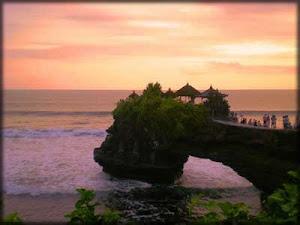 Tanah Lot (Batu Bolong Temple)