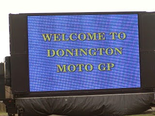 pantalla en el camping del circuito de Donington Park