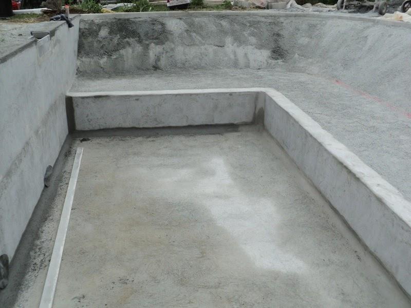Piscine naturelle en r gion paca 2 les tapes d 39 une for Construction piscine 27