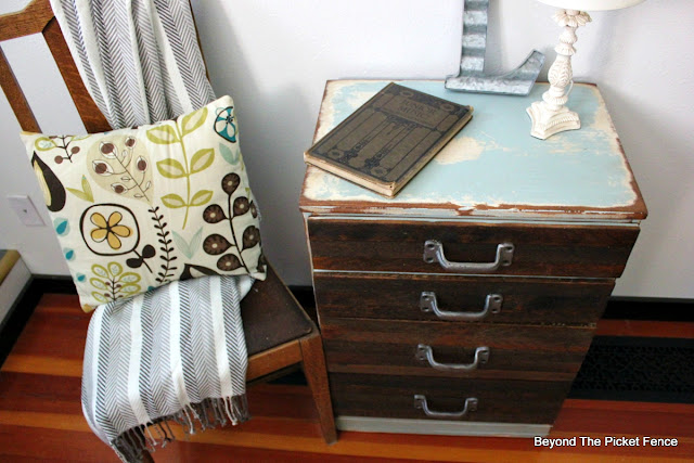 rustic, industrial, chippy paint, DIY, nightstand, dresser, end table, salvaged wood, reclaimed wood, beyond the picket fence, http://bec4-beyondthepicketfence.blogspot.com/2015/08/rustic-industrial-chest-of-drawers.html