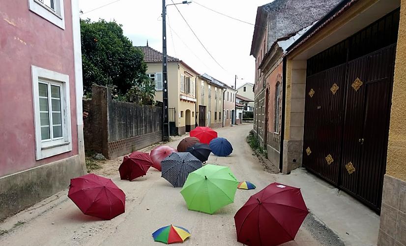 Nem guarda-chuvas nem guarda-sois! O mal é de Óis!