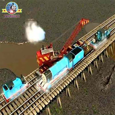 Thomas and friends Rocky the crane lifted golden lion statue of Sodor on a railway transport flatbed