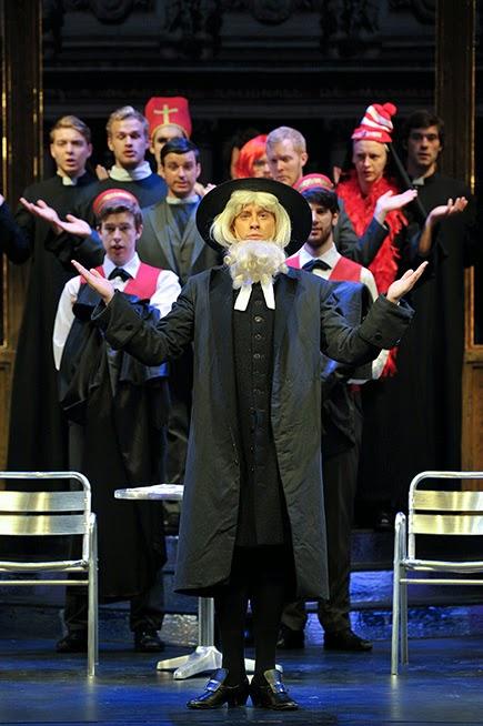 Luke D Williams in Rossini's La gazzetta at the Royal COllege of Music