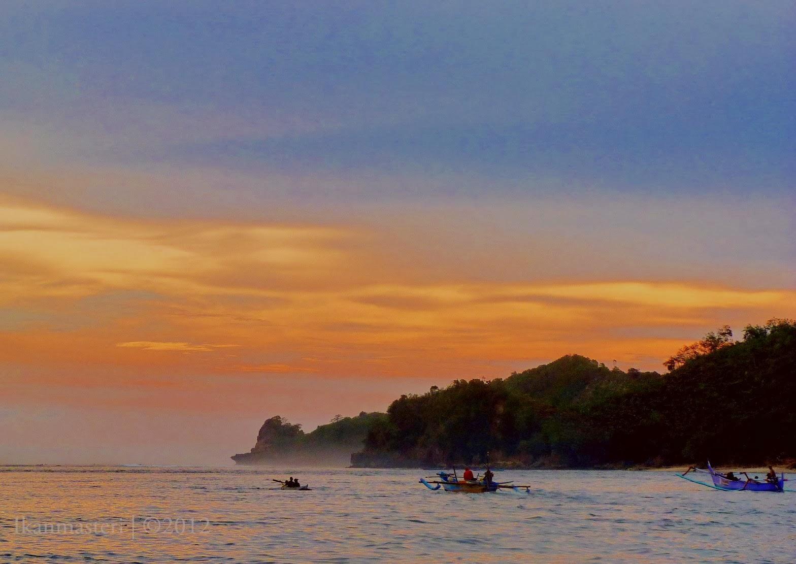 Senja jingga pulau Sempu