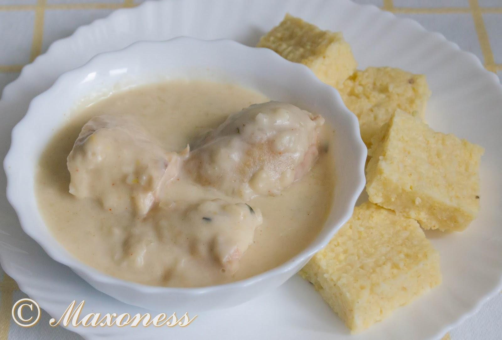 Курица в белом соусе и с густой кашей из проса. Кавказская кухня