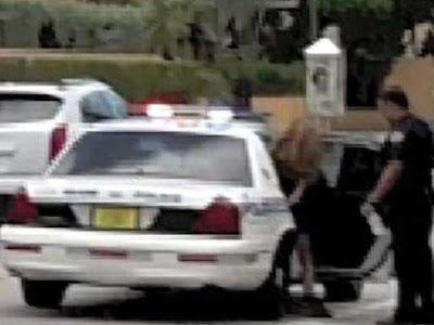 paulina rubio llevada en el auto policial en miami detenida y arrestada