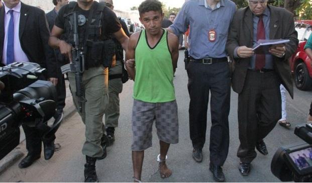 Vídeo - Caso Maísa: Sob forte esquema de segurança assassino chega á São Luis; ele conhecia a vítima e família.