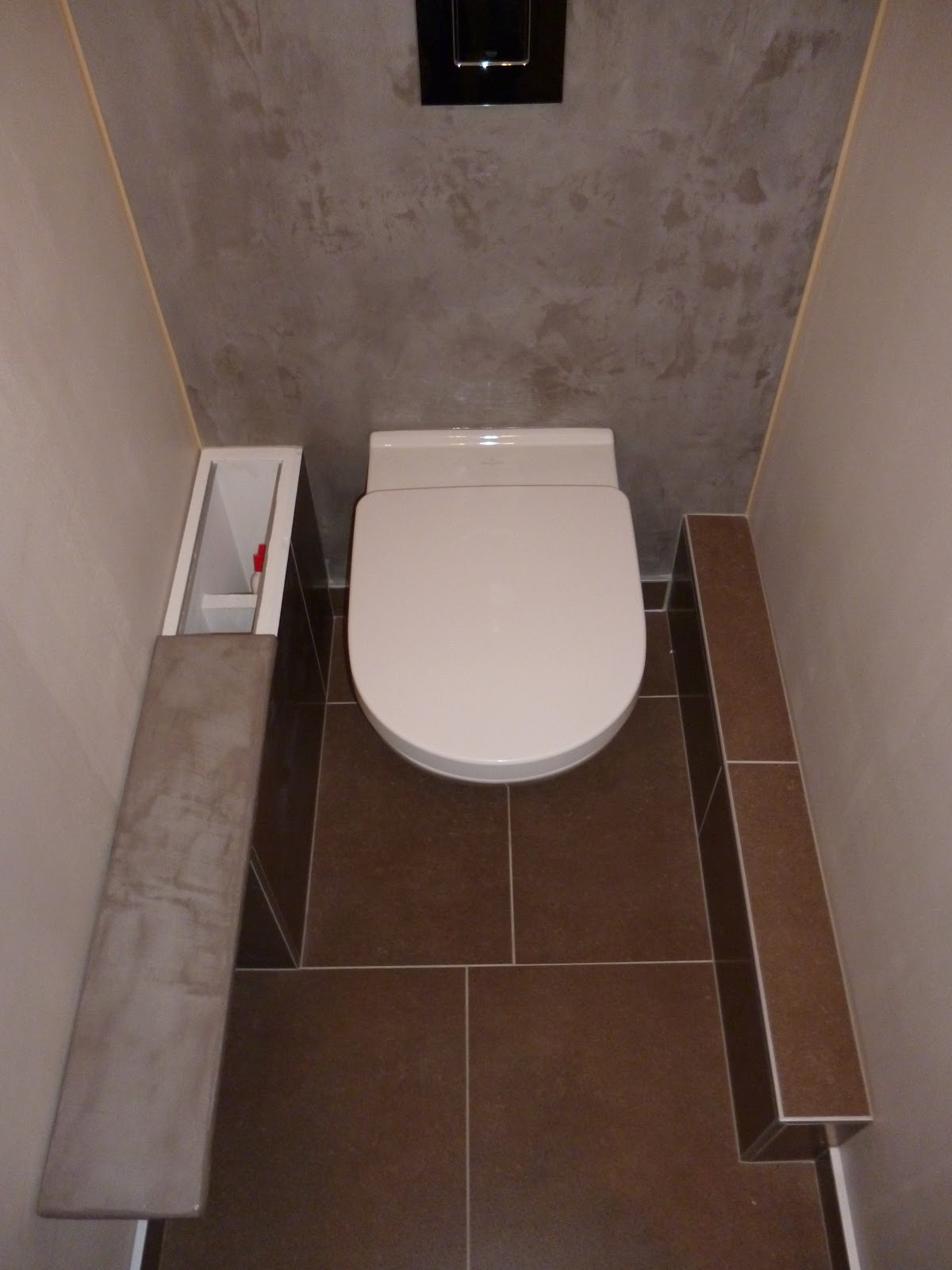Toilette suspendue habillage b ton cir gris cendre sol for Carrelage auxerre