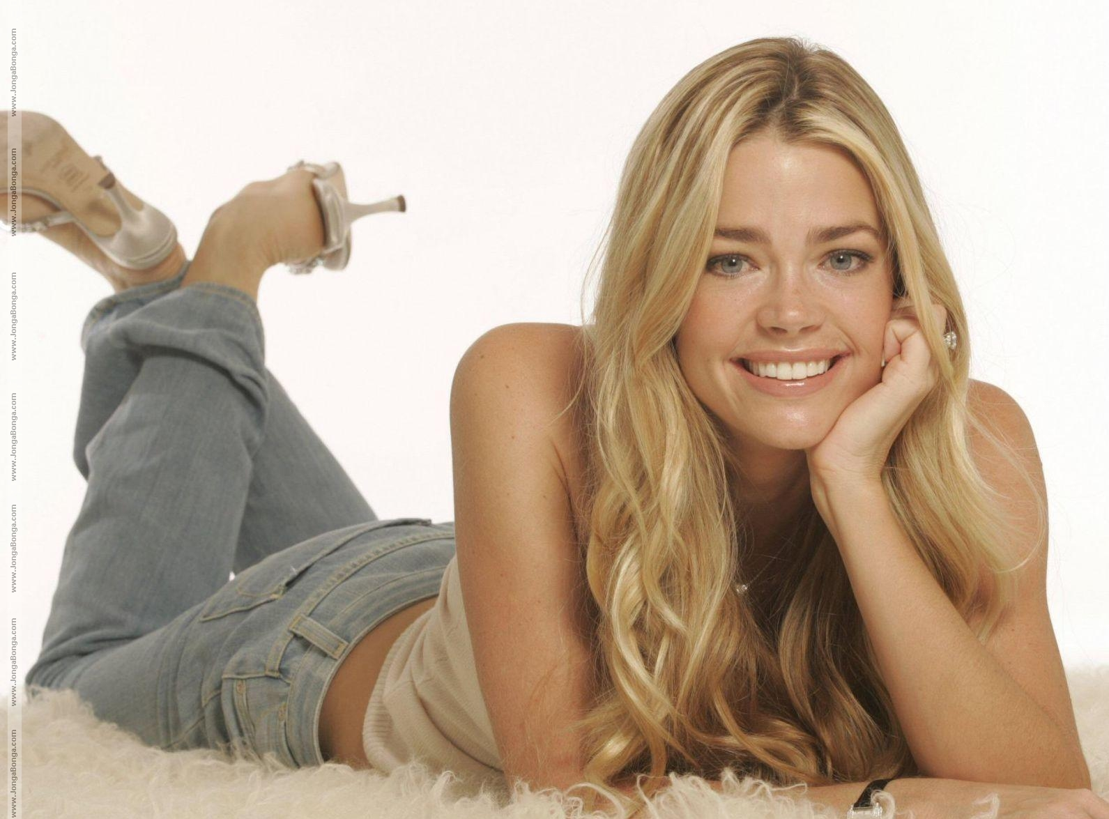 Denise Richards Hot Looks