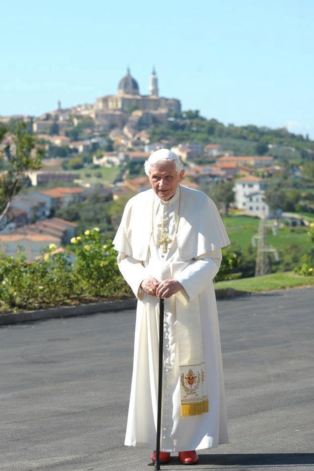 Rezemos por nuestro Papa Emérito Benedicto XVl