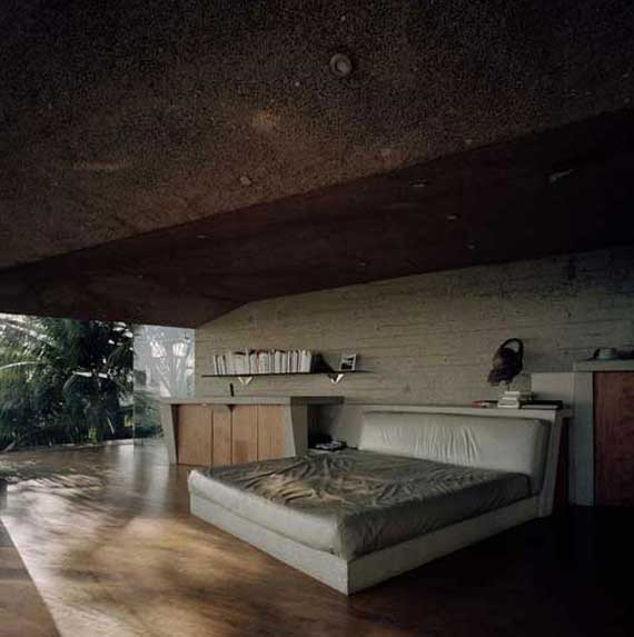 Glass wall home in the hollywood hills by john lautner for Glass wall designs for houses