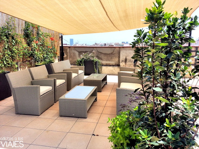 Zona chill terraza Happy People Sagrada Familia Apartments barcelona