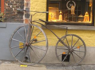 Bicicleta de madera en Brujas
