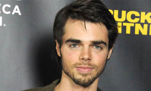 Reid Ewing of MODERN FAMILY casually comes out on Twitter