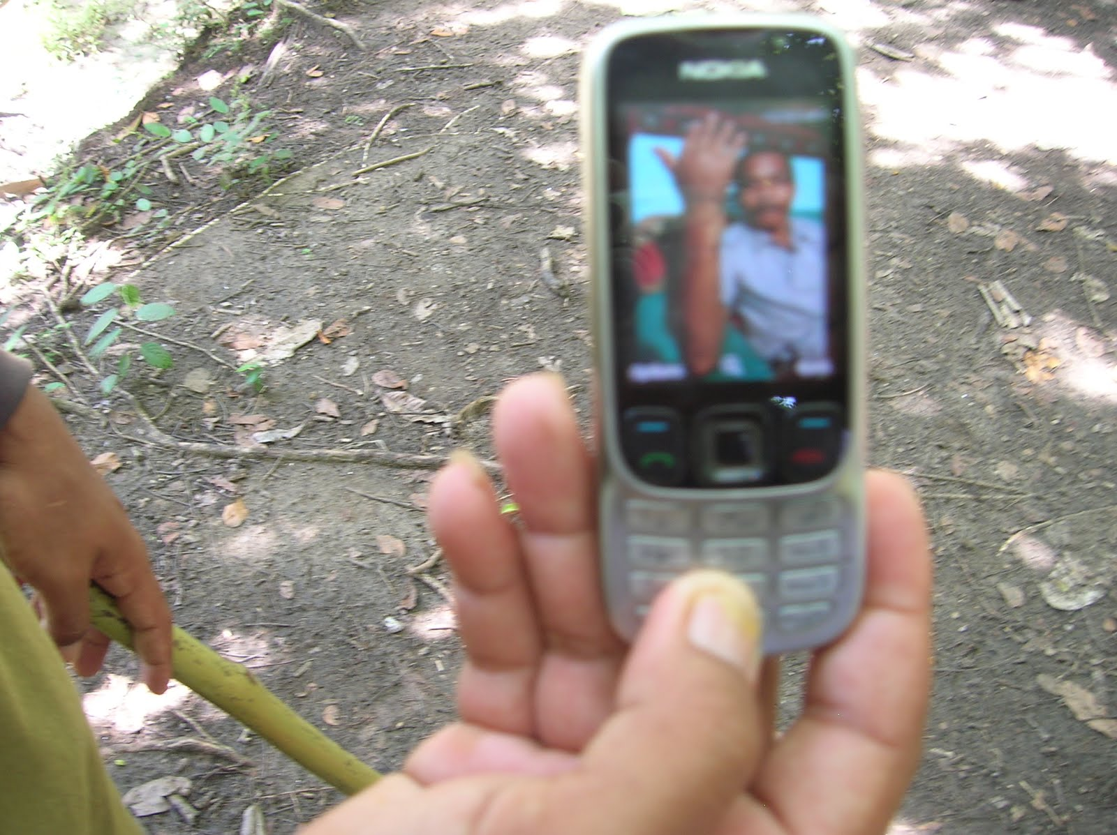 Ataque de dragón Komodo, Parque Nacional de Komodo,Isla de Ricla, Isla de Flores, vuelta al mundo, round the world, La vuelta al mundo de Asun y Ricardo