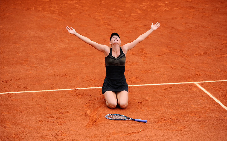 http://1.bp.blogspot.com/-6akJ5rTlFwI/UAYi3t9l_mI/AAAAAAAADlA/dK-Zc2mUFbk/s1600/Maria-Sharapova-reacts-after-career-grandslam-French-Open-2012-victory.jpg