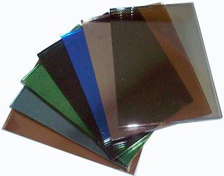 Các mẫu màu kính phản quang gồm kính phản quang xanh lá, xanh biển, xám khói, trà ...