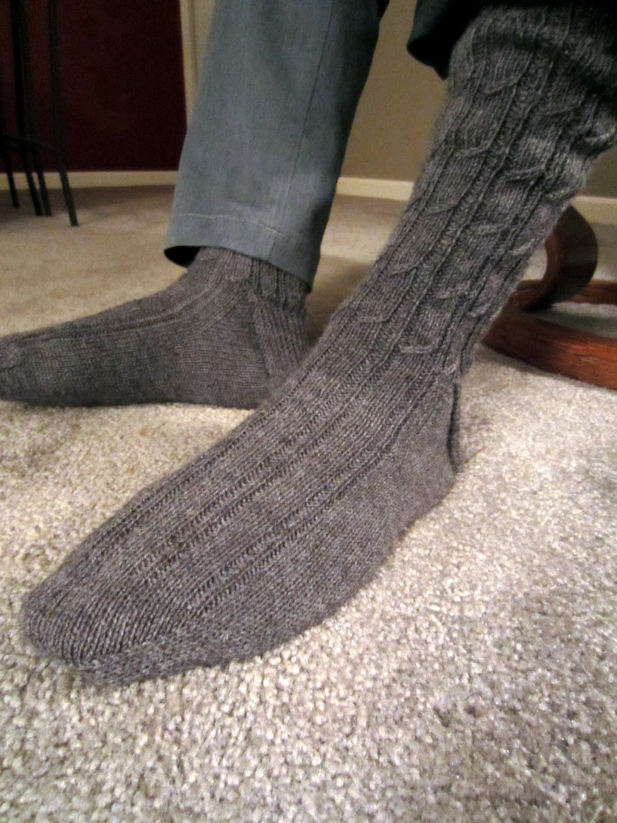 Knitting mock cable socks for men 11 inches of foot length translates into many many hours of knitting and luckily i enjoyed this pattern big socks arent easy to do and this pattern was bankloansurffo Image collections