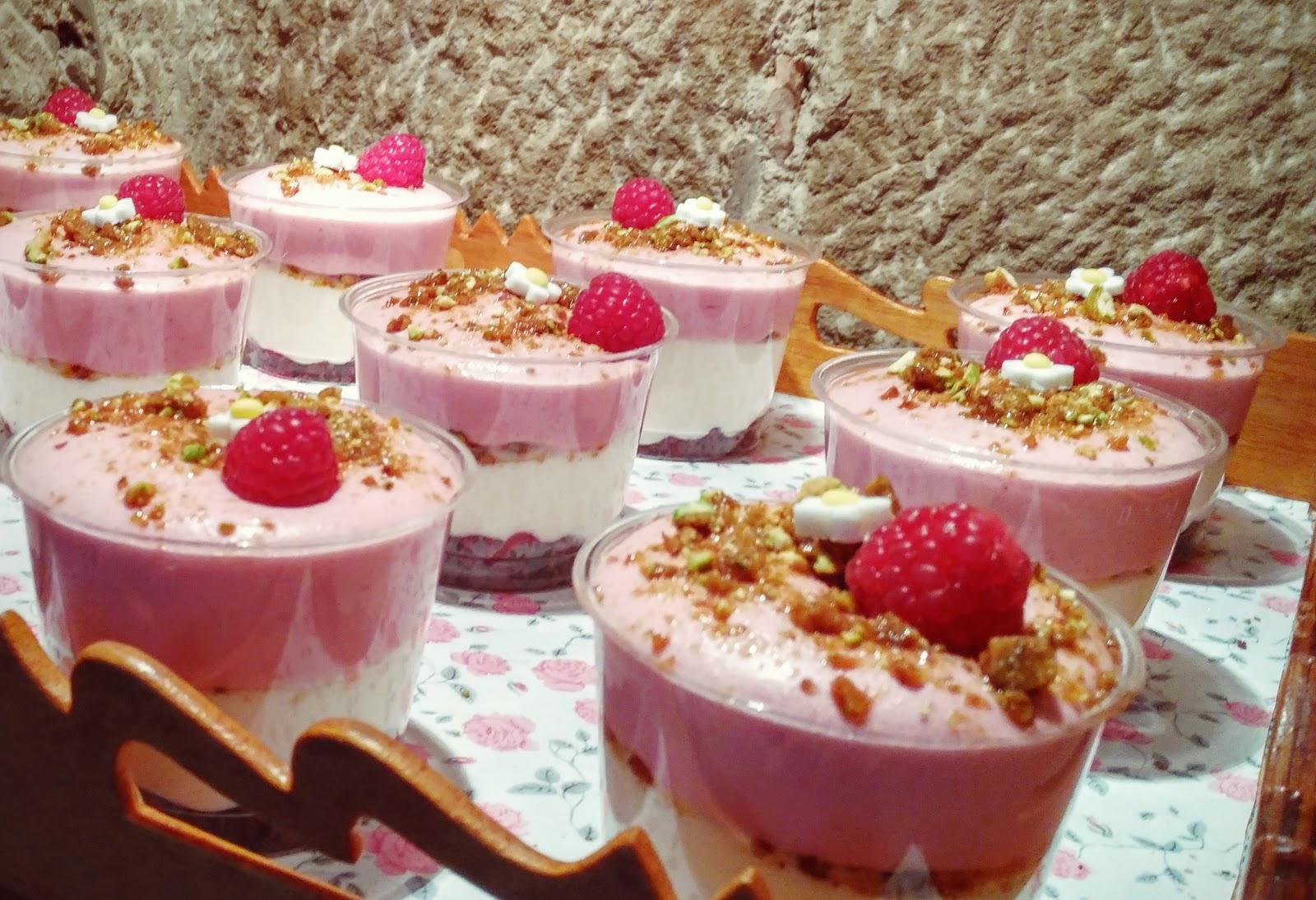Pastel n vasitos de mousse de leche condensada y fresa - Como hacer mousse de yogurt ...