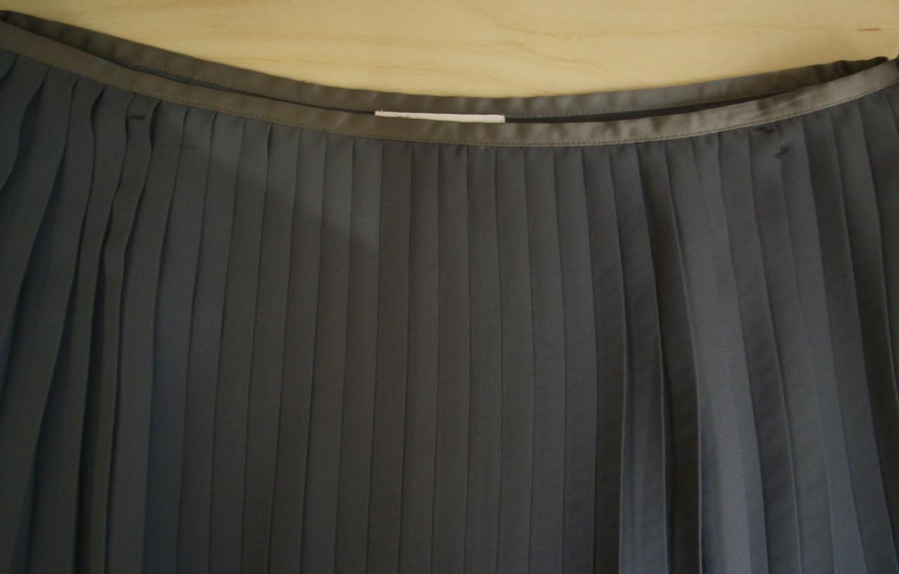 vetement petit prix vide dressing de Flora : LES PETITES - Jupe plissée grise - T40 - NEUVE