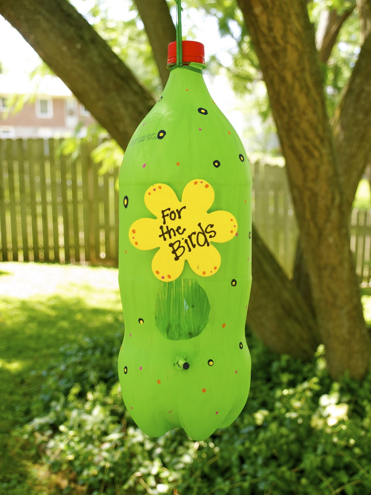 Chicks dig coupons make it monday kids bird feeder for Plastic bottle bird house