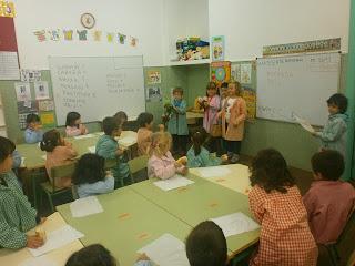 http://unrecantoconencanto.blogspot.com.es/2013/11/visitamos-as-clases-de-catro-e-tres-anos.html