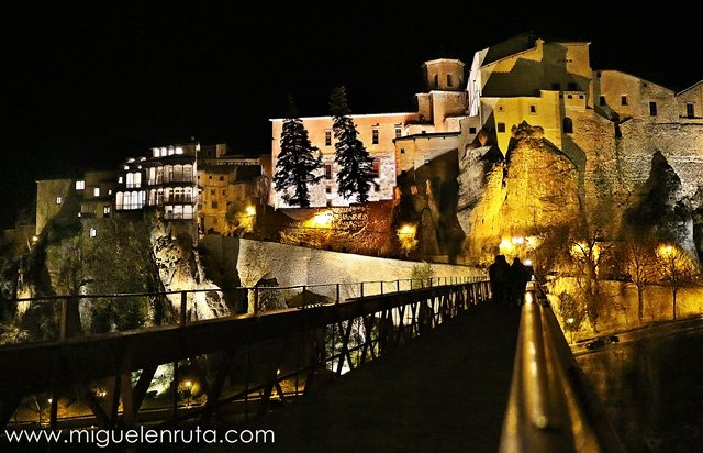 Puente-San-Pablo-Cuenca-noche