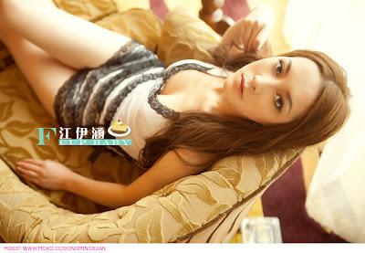 Foto Hot Artis Cantik China, Jiang Yihan - Ada Yang Asik