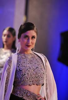 Kareena Kapoor Ramps Walk for Anamika Khanna in Sizzling Heavy Work Modern Ghagra Choli at Lakme Fashion Week 2015 Grand Finale