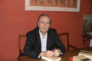 EL ESCRITOR ANTONIO HERNÁNDEZ