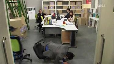 photos of office. Jung Han Tepuk Tangan Menyemangi ProkLap Itu Masih Ada Di Tangannya Dan Debu Pun Terbang Ke Wajahnya, Hahaha Dia Batuk-batuk Lagi Deh. Photos Of Office