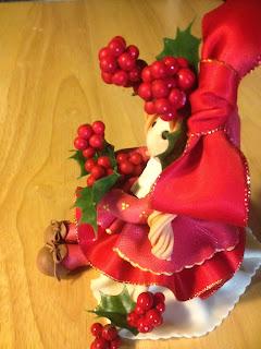 bambola di pasta di mais natalizia aghifoglio