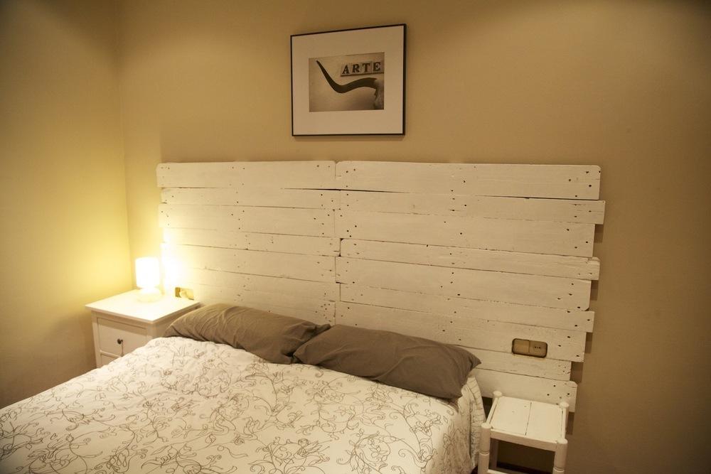 Hogar diez paletos una empresa que opta por el reciclaje - Cabeceros de cama hechos a mano ...