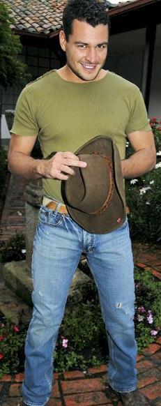 Gary Forero listo para pasear en el campo