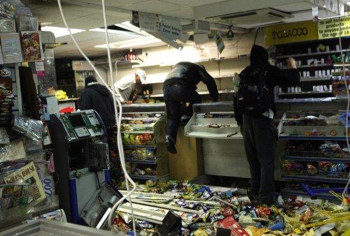foto-kerusuhan-london-inggris-2011-20