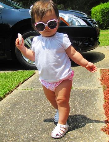 Foto bayi imut memakai kacamata gemesin