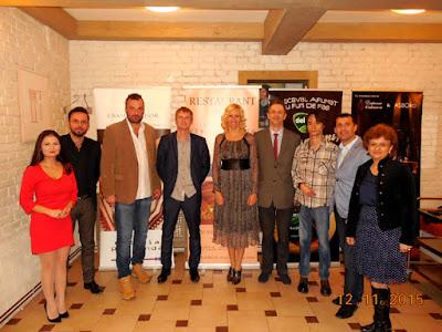 Poza de grup cu prietenii din Polonia